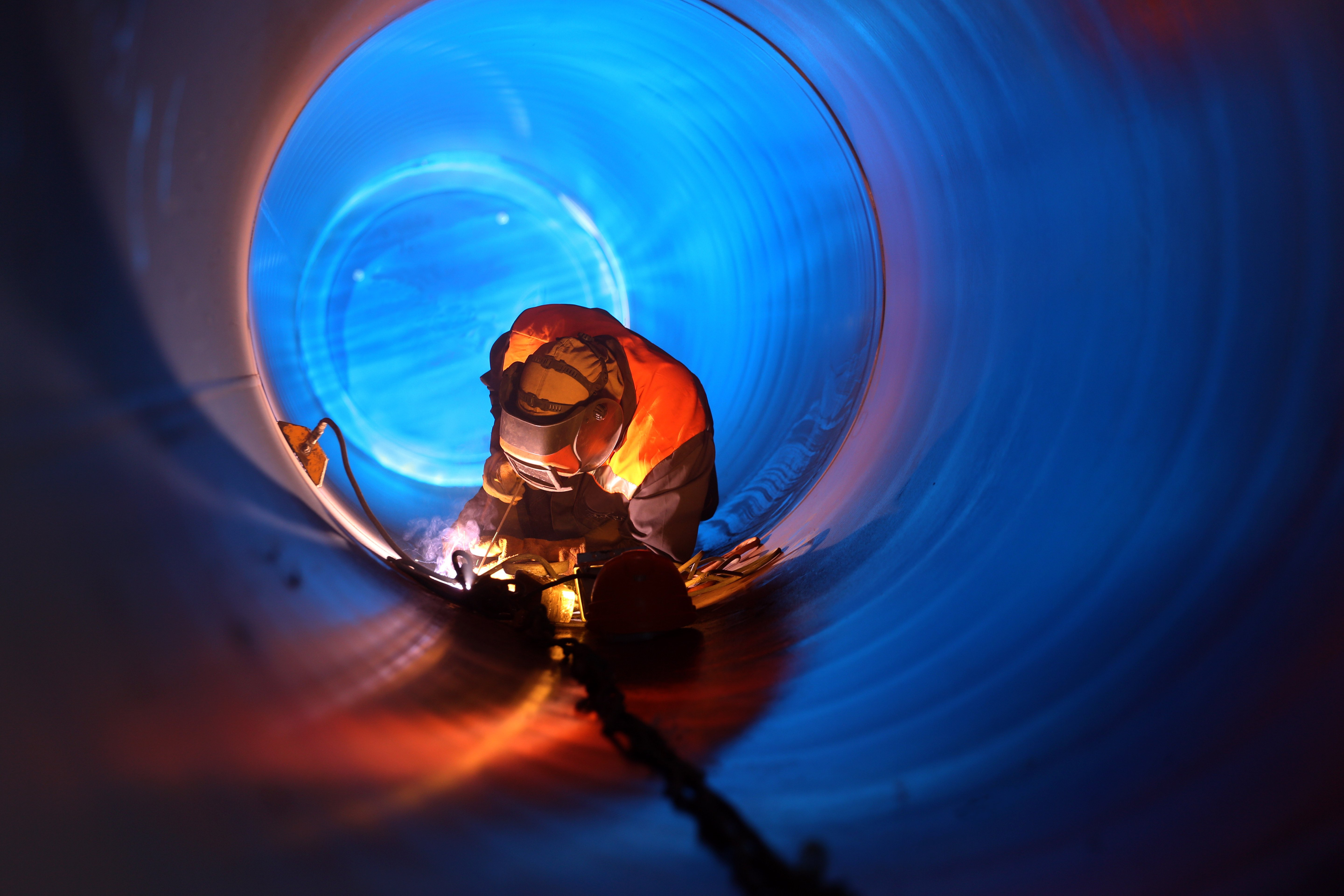 welder inside tube